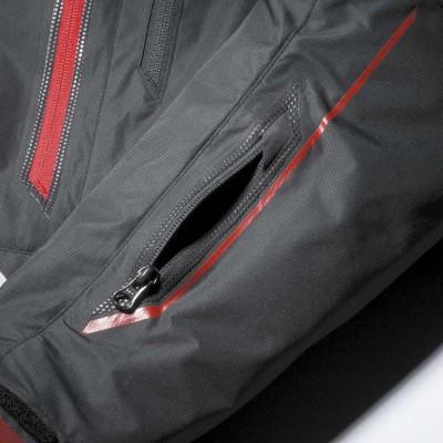 左袖にはファスナー開閉のミニポケットを装備。