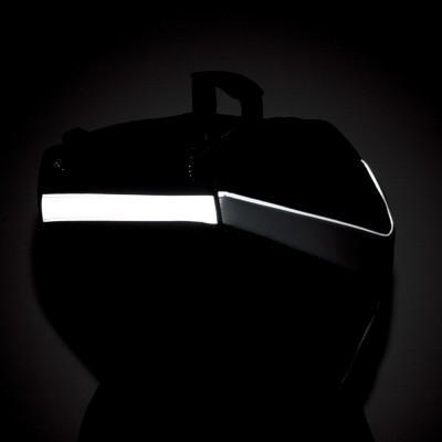 高輝度再帰反射素材で夜間の視認性を確保