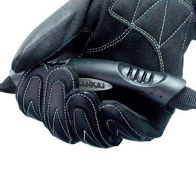 ラバーグリップ付きハンドルベルトは着脱できて持ちやすい