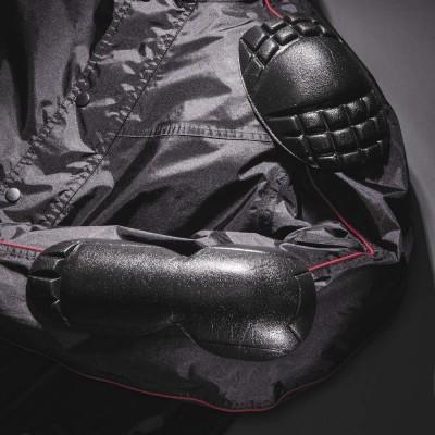 肩・ヒジには着脱できるウレタンパッドを標準装備。背中・胸プロテクター(別売)が装着可能。