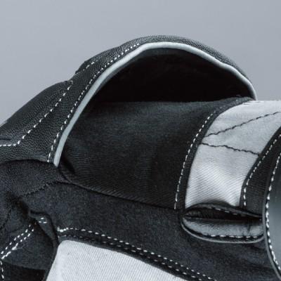甲側のパッドはフローティングマウント。