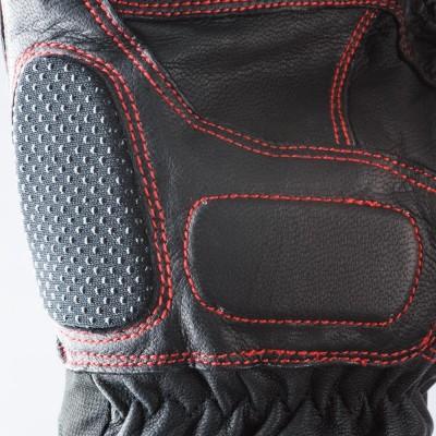 平側にも安全性を考慮してパッドを装着。