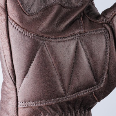 平側にウレタンパッドを内装し安全性を向上。