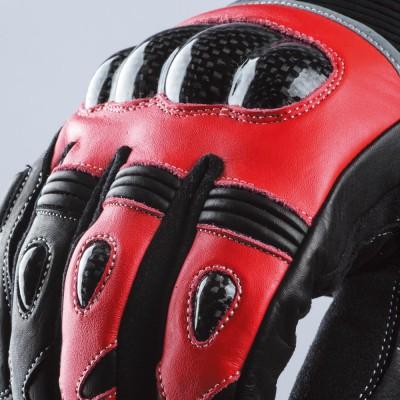 ナックル、各指にハードナックルカーボンプロテクターを装着。