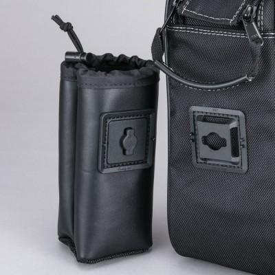 ドリンクホルダーベースはバッグの左右に設置。