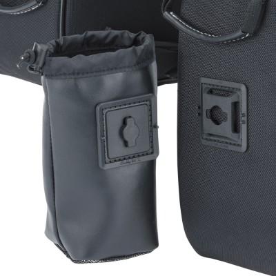 ドリンクホルダーは大きい方のバッグに装着できる。