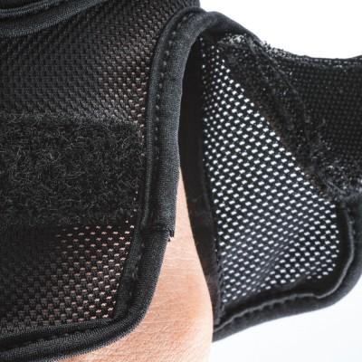 使い心地を向上させるメッシュ素材は、フィット感と通気性を両立。