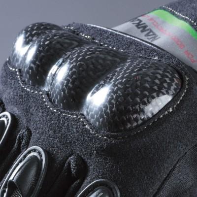 アイキャッチとしても有効な、ナックルカーボンプロテクターがセーフティライドをサポート。