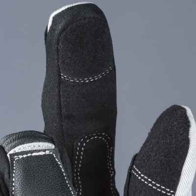 装着したままスマホの操作が可能な素材を親指、人差し指に採用。