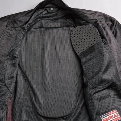 肩、ヒジ、胸、背中にはパッド(別売)が装着できるポケットを装備。