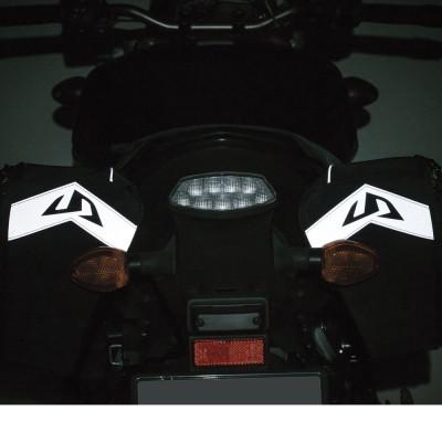 本体後部に再帰反射素材を装着し、夜間の被視認性を向上。