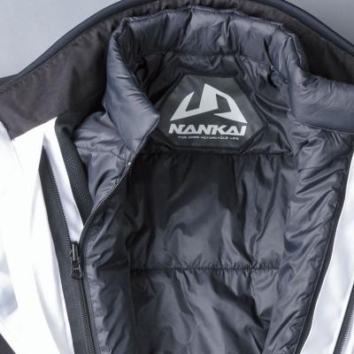 インナージャケットはファスナーでアウタージャケットとセットできる。