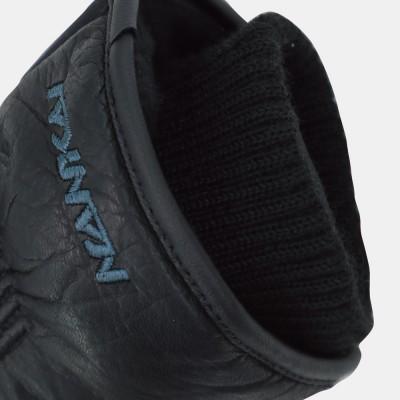 袖口部分にはリブ素材を採用し防寒性を向上。