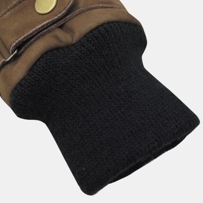 袖口部分はリブ素材を採用し寒気をシャットアウト。