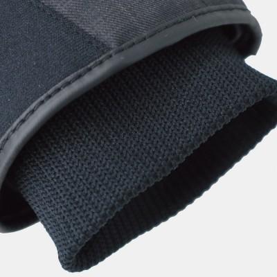 袖口部分にはリブ素材を採用し寒気をシャットアウト。
