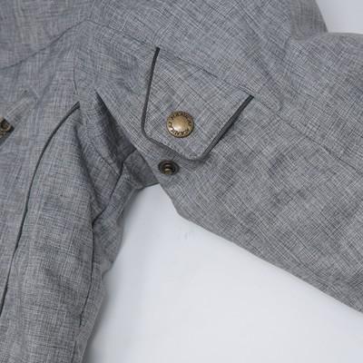 袖部にはボタンタイプのアジャスターを2ヶ所装備し、フィット感を自在に変更できる。