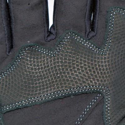 平側にはノンスリップ素材を装着しグリップ感を向上。