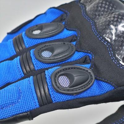 人差し指、中指、薬指部分にプロテクターを装備し安全性をアップ。
