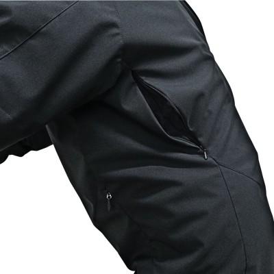両腕・背中左右にエアダクトを装備し、通気性を確保。快適なライディングを約束。