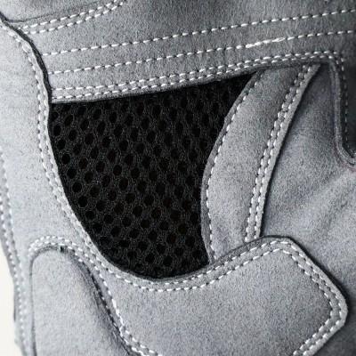 平側にはメッシュ部分を設けて内部の蒸れを軽減