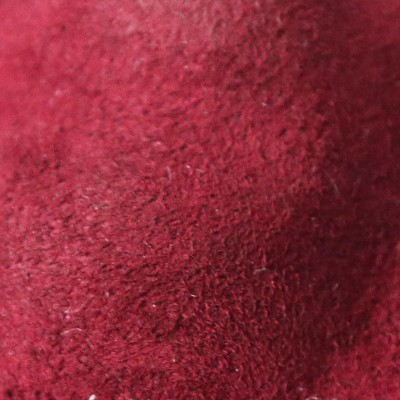 甲側表面に肌触りの良いスエード素材を採用。