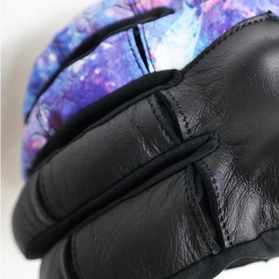 指の関節部分にはスリット加工を施し操作性を向上。