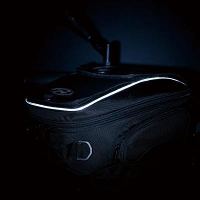 夜間の被視認性を向上させるパイピングを採用