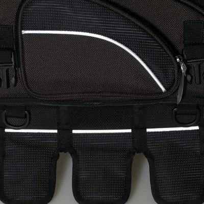 リフレクター装備のサイドポケットとタンクフラップ
