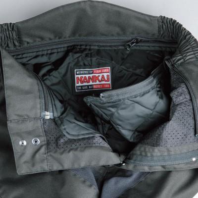 インナーのキルティングパンツを着脱でき、オールシーズン快適に使える。